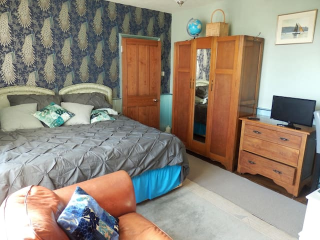Central Old Falmouth. Listed Cottage.5 mins to Uni
