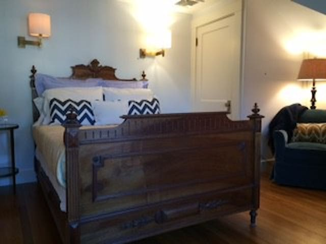 Private suite; walk to Wellesley College, town - Wellesley