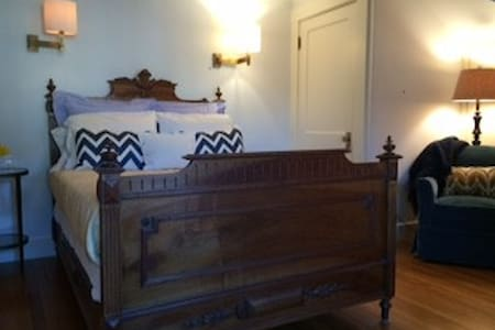 Private floor suite; walk to town - Wellesley - Casa