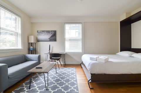 Natural sunlight, work space for business travelers, comfortable queen bed, fresh towels