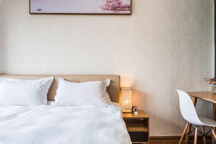 [阳光小屋]嘉盛银座宁波大学步行街100米小清新公寓奢享阳光1.8米宽超舒适大床近地铁二号线