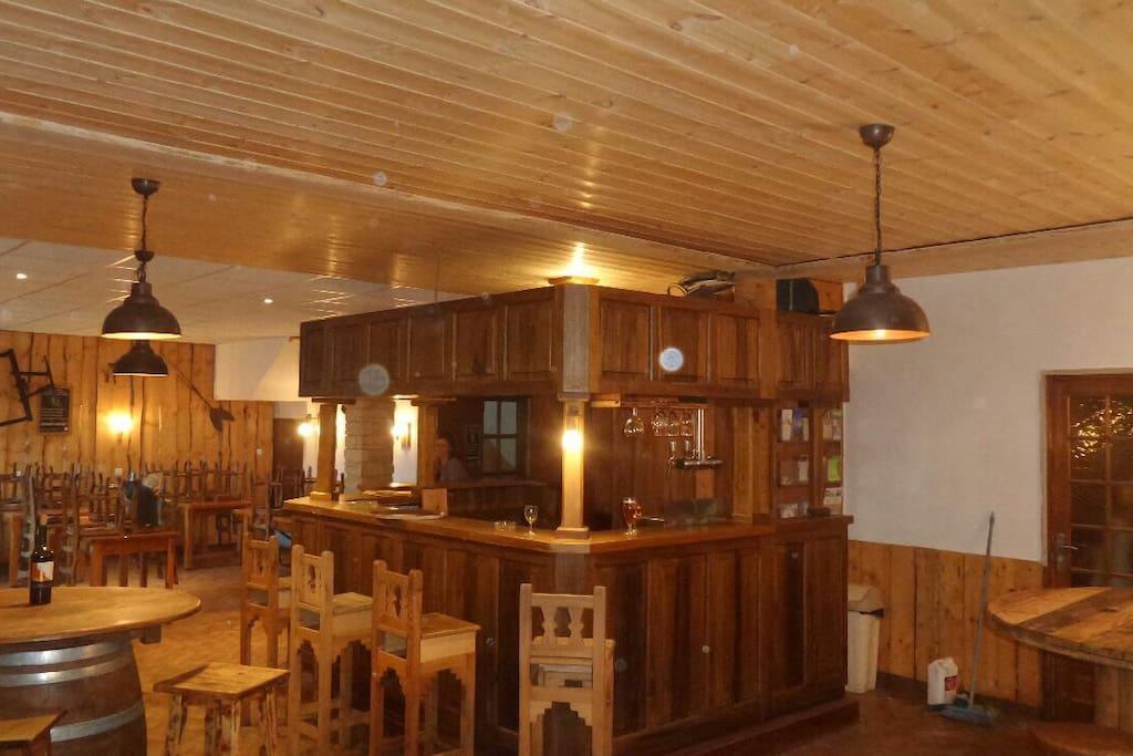 Ambiance du bar et du restaurant