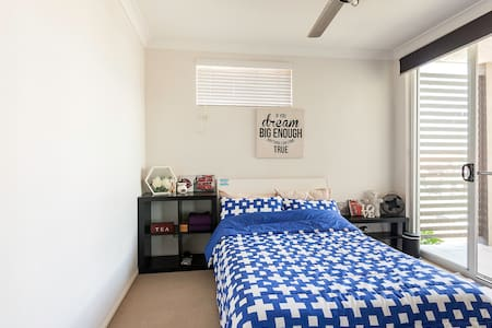 Sunny Room,Double Bed,Own Balcony - Wavell Heights