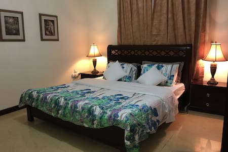 Clean Quiet Private room - centre of town - Doha - Appartement