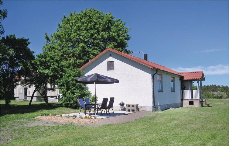 Holiday cottage with 3 bedrooms on 74 m² in Lärbro