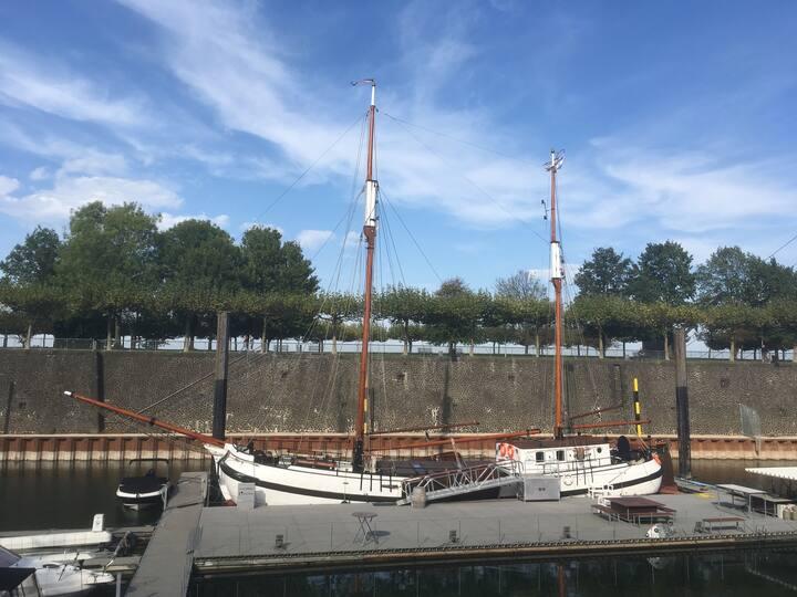 Boot mieten im Hafen Düsseldorf