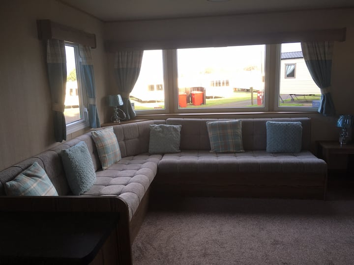 Luxury caravan (sleeps 6-8) Seton Sands