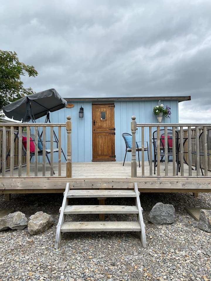 Swallow's Nest, Shepherd Hut, Family Farm Location