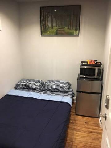 Cozy private room with en-suite bathroom!