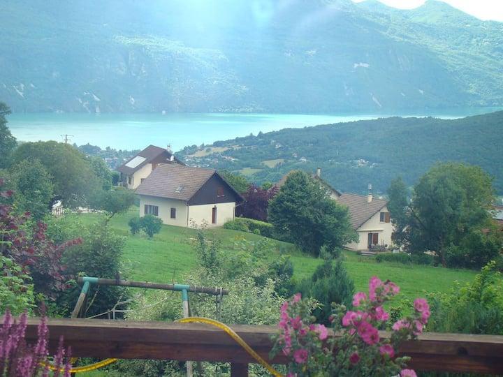 Maison entre lac et montagne