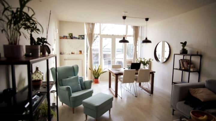 Cozy 3bed Apartment(canal view) at edge of Jordaan
