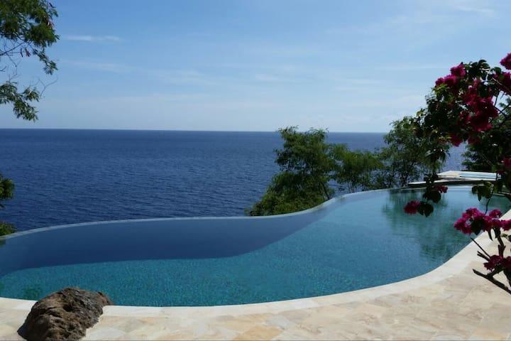 Private Deluxe Villa 20 m Infinitypool Ocean Front