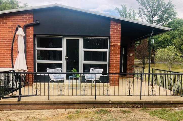 2 BR Charming Canberra Cottage ★Families ★Pets