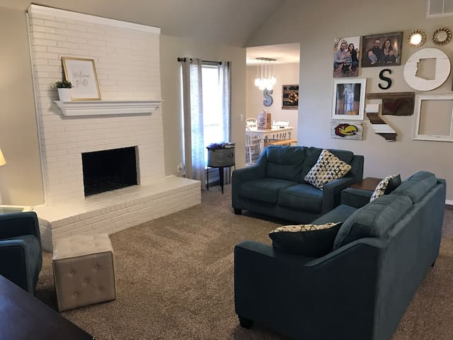 Comfy 4 Bed 2 Bath Home Edmond OKC I-35/Turnpike - Edmond - Ház
