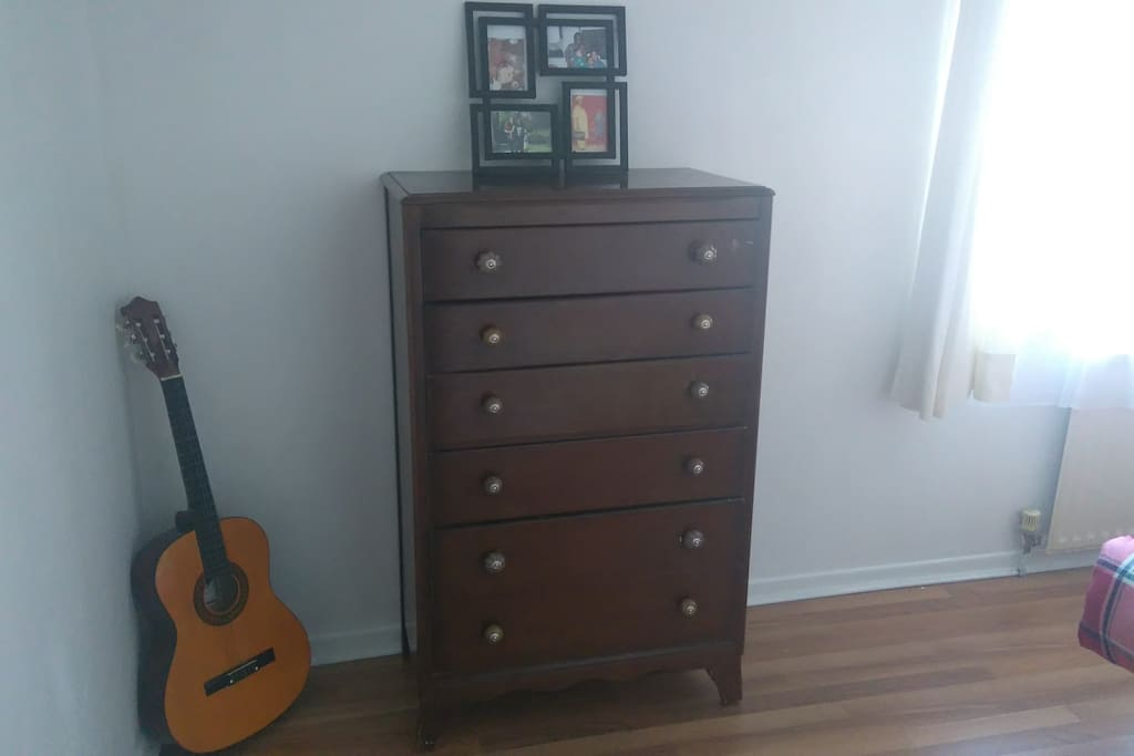 Chest of drawer and guitar