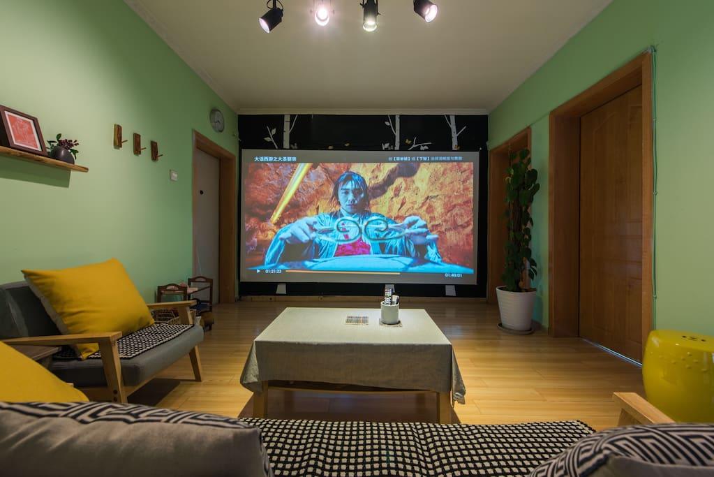 300寸高清巨屏,哈曼卡顿定制音响,可AirPlay同屏,看演唱会简直享受