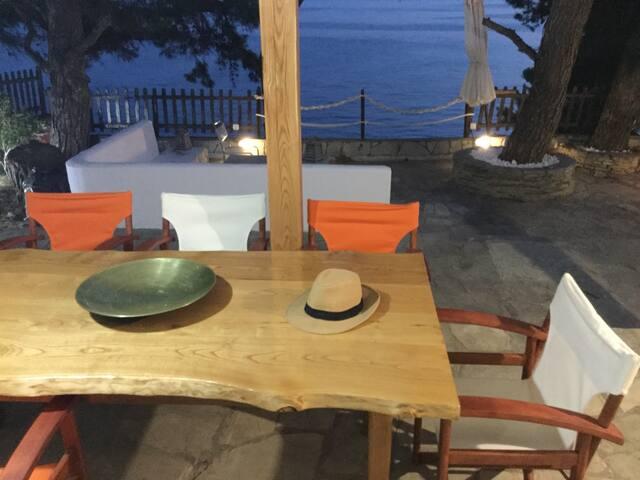 Villa by the sea! (Su la mare)