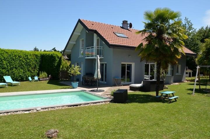 Villa, proche lac, piscine, jardin clos, au calme