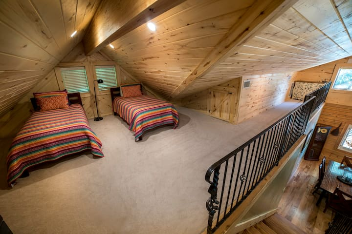 Loft with two twin beds