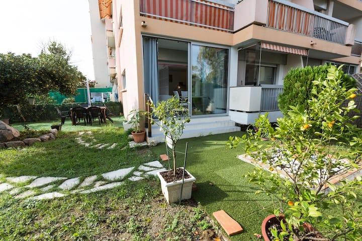 Joli studio Rez de jardin 15min à pied des plages