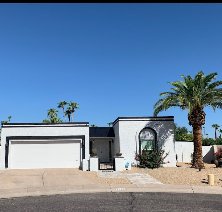 Entire  Home-  Walk to Old Town Scottsdale!!