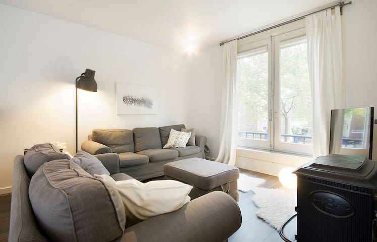 Stylish apartment close to city and park!