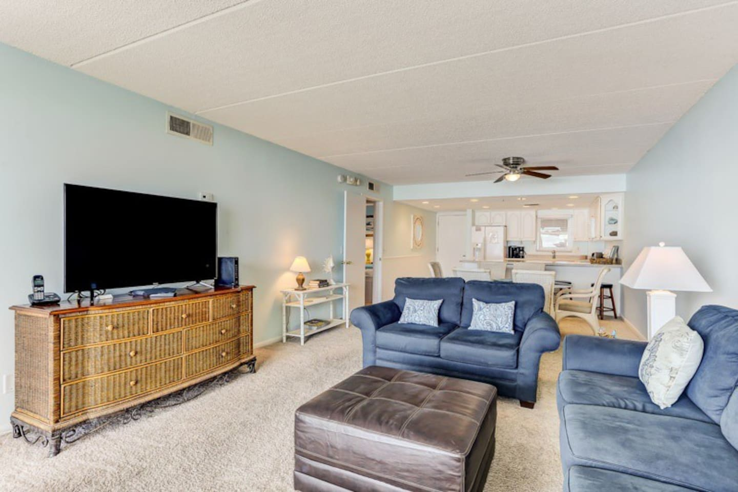 Furniture,Screen,Couch,TV,Television