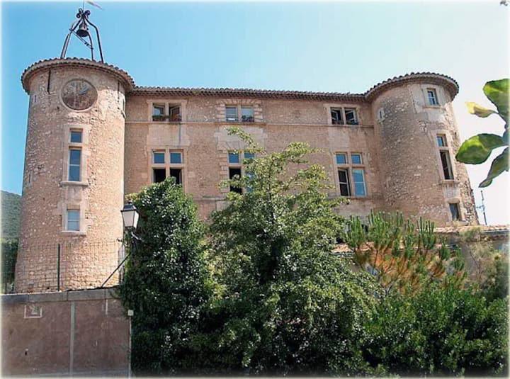 Appartement n°1  château de rustrel