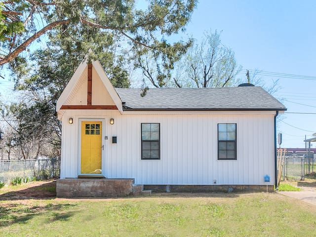 2814 Modern Cottage - New House!; Great Location!
