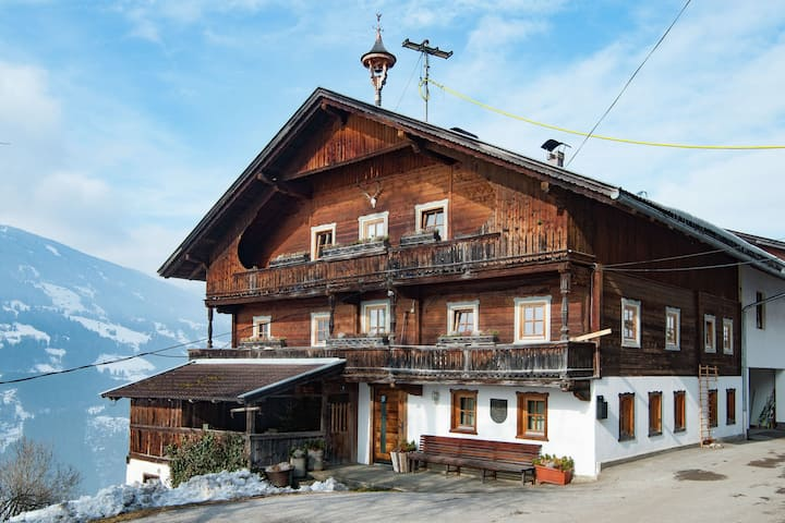 Spacious Farmhouse in Aschau im Zillertal with Meadow View
