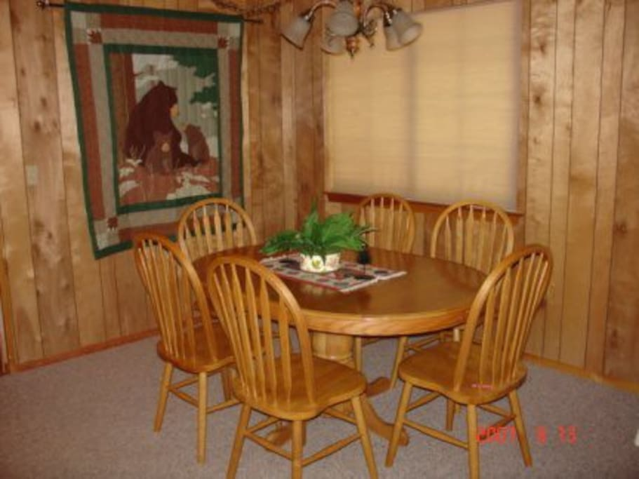 Big Trees Chalet-Dining Room
