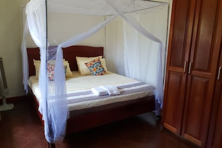 Anna's Place Entebbe - Queen Bedroom