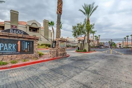 BEAUTIFUL SUMMERLIN MODERN 2 BEDROOM CONDO - Las Vegas - Wohnung