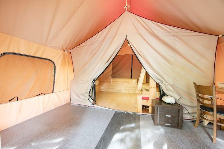 놀이기구와 시원한 그늘이 준비된 B1,3타입 글램핑 텐트