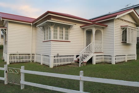 St Cath's Cottage, Holiday by the Bay - Wynnum