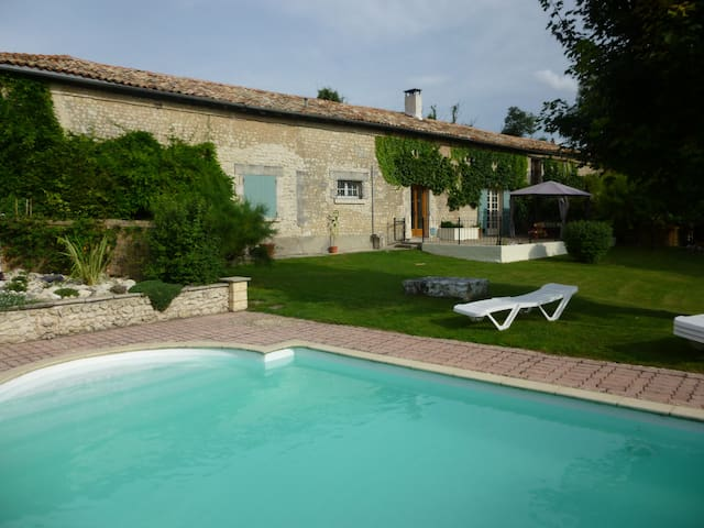 Idyllic retreat with private pool - Challignac - Maison