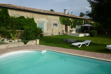 Idyllic retreat with private pool - Challignac