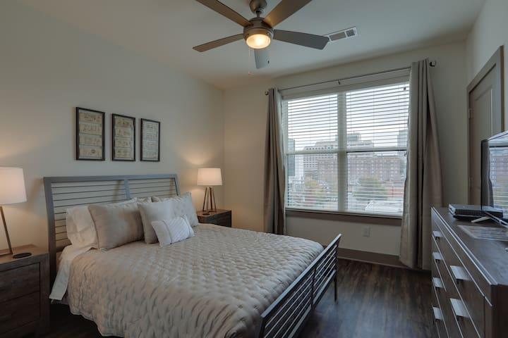 Upscale One Bedroom in Midtown