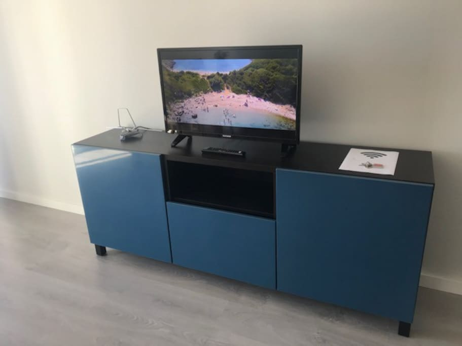 Sala com TV e Internet