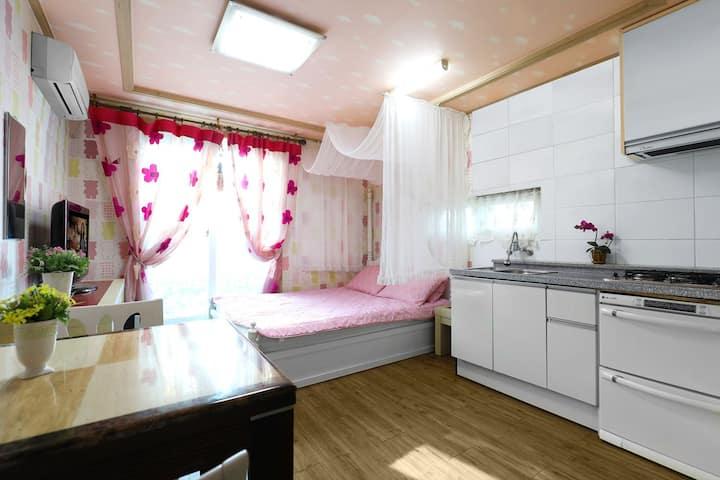 Yeowoobi. 4-7 pax Cosy Room
