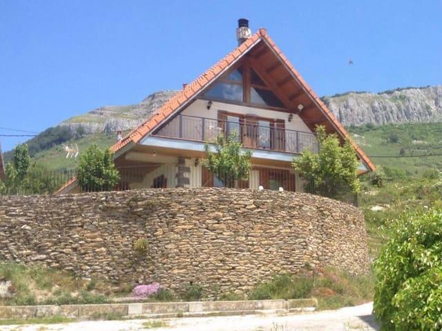 Selva de Irati. Casa Mendurrua - Villanueva de Aezkoa - Dağ Evi
