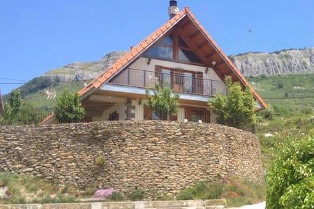 Selva de Irati. Casa Mendurrua - Villanueva de Aezkoa - Chatka w górach
