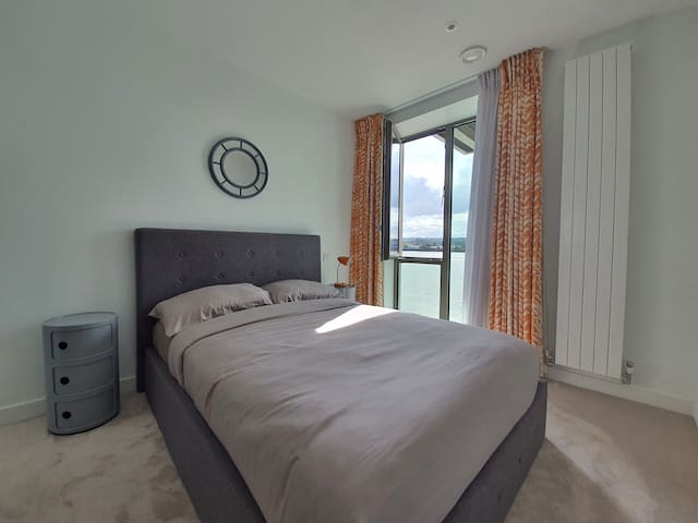 Ensuite Bedroom near Excel London