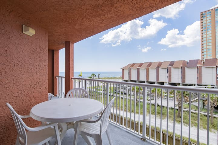 *New Rental*Amazing Deals! Affordable, comfy, beach front in Gulf Shores!