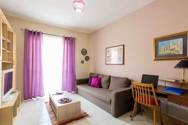 Cosy & airy 2 bedroom apt close to the sea