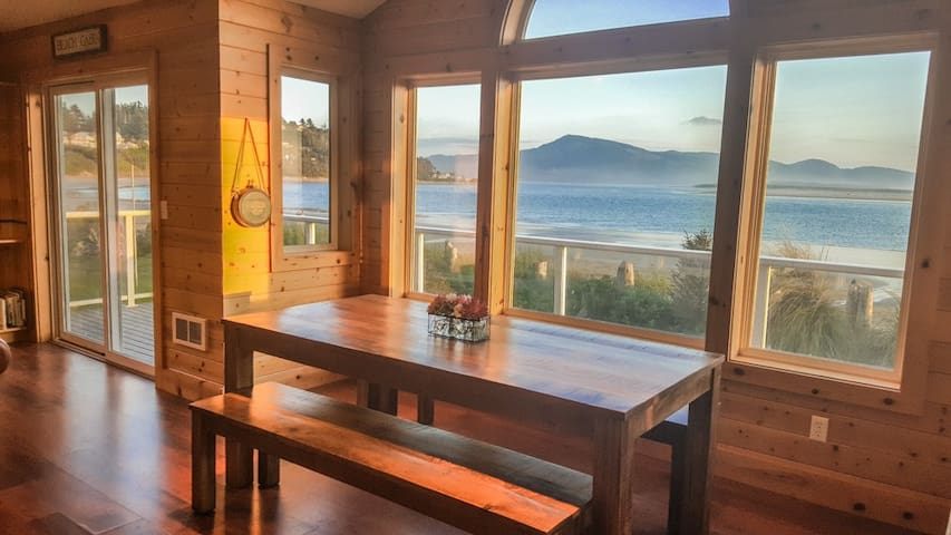 Oceanfront home with private yard! - Tillamook