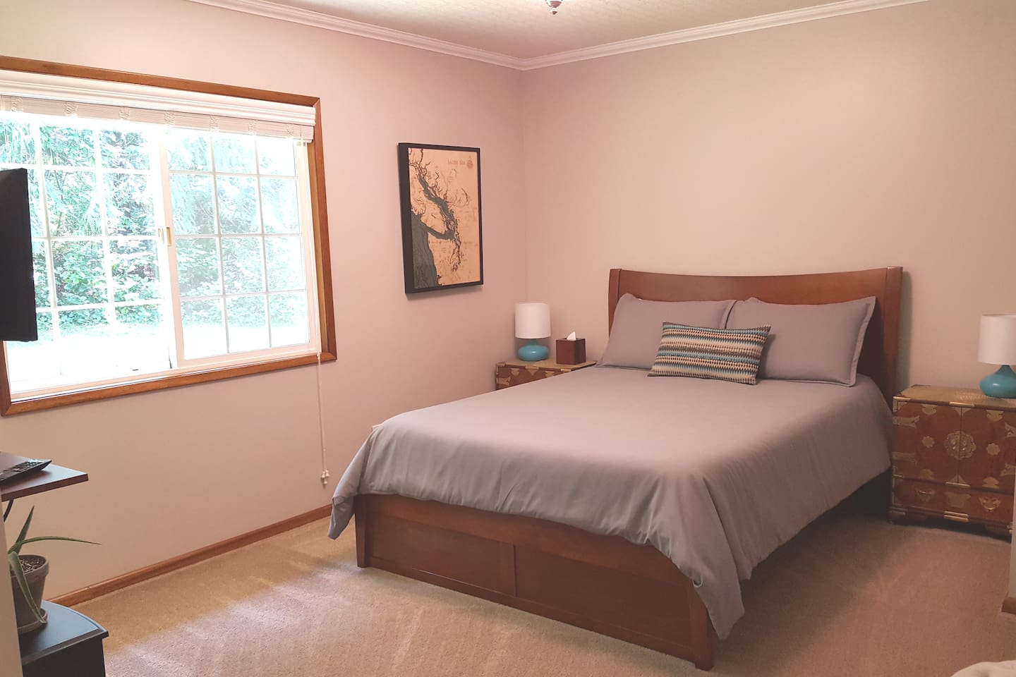 Private Guest Suite with Queen Bed