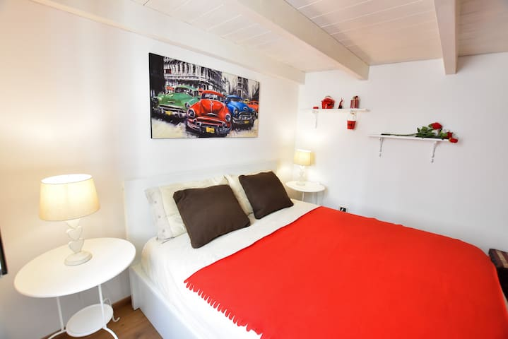 UMBERTO I - ACCOMMODATION IN THE CITY CENTER