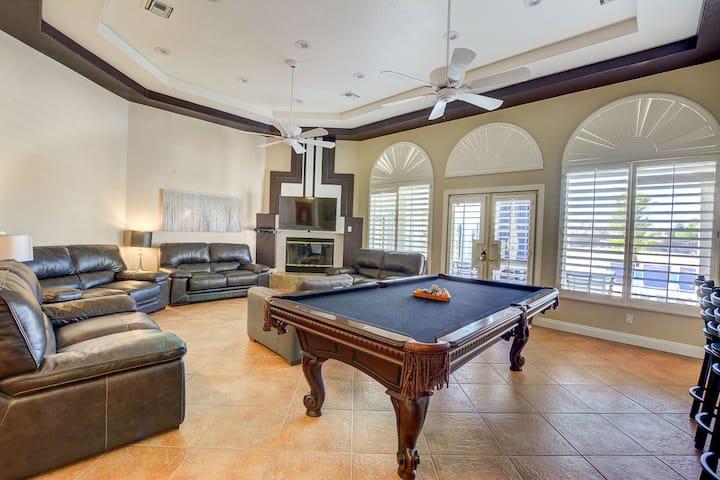 Premiere Vacation Villa in Perfect Location - 8345
