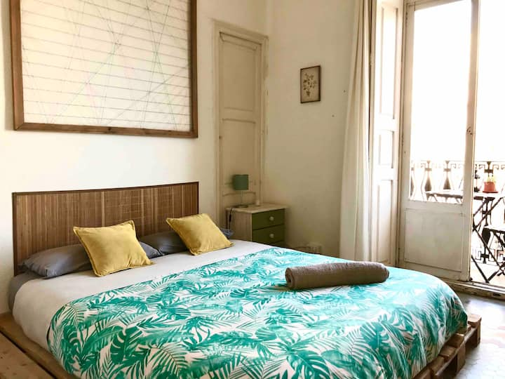 Lovely cozy room in the coolest Valencia's area. 1